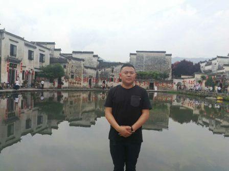 刘元权,男,四川宣汉人,现任安徽省四川乐虎国际登陆副会长,安徽上通塑胶科技有限公司董事长